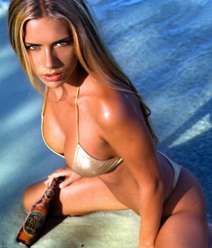 Bierwerbung mit sexy kolumbianischem Model Ana Sofía Henao