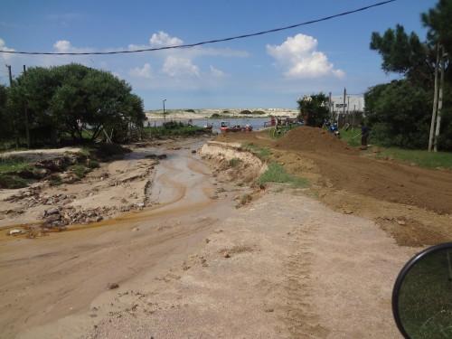 Weggeschwemmte Strasse Unwetter Uruguay