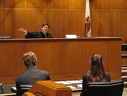 http://da.wikipedia.org/wiki/Fil:American_judge.jpg