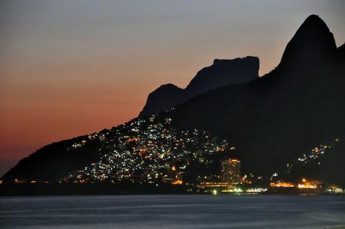 Favela Foto bei Nacht in Rio de Janeiro
