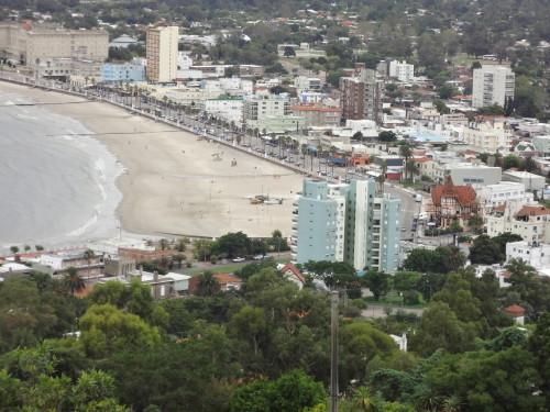 Piriapolis Rambla Strandpromenada vom Cerro San Antonio